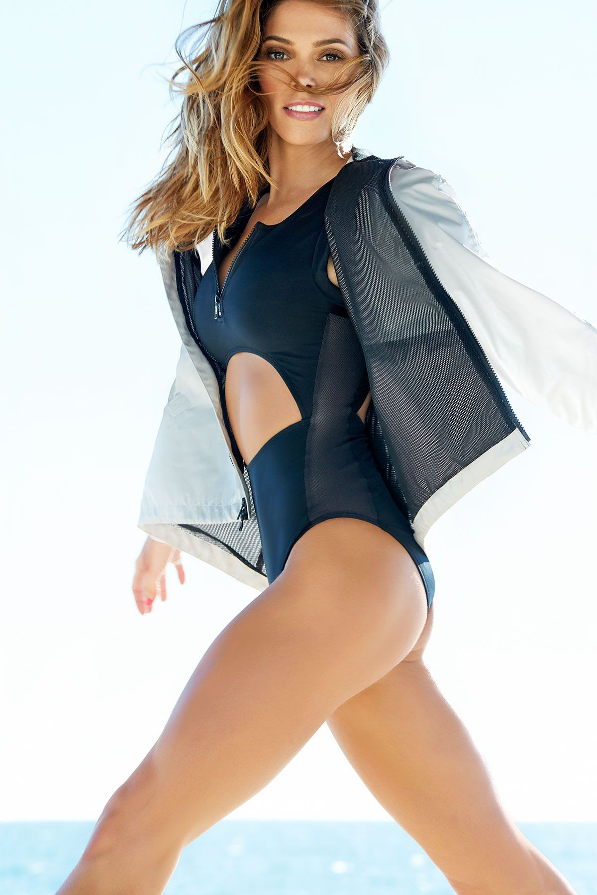 41710b1aff2b9 Learn how celeb Ashley Greene got her toned up body, abs included! Discover  her