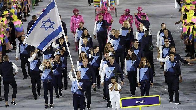 Ynetnews Culture - Lebanese Olympics team stops Israelis from boarding shared bus