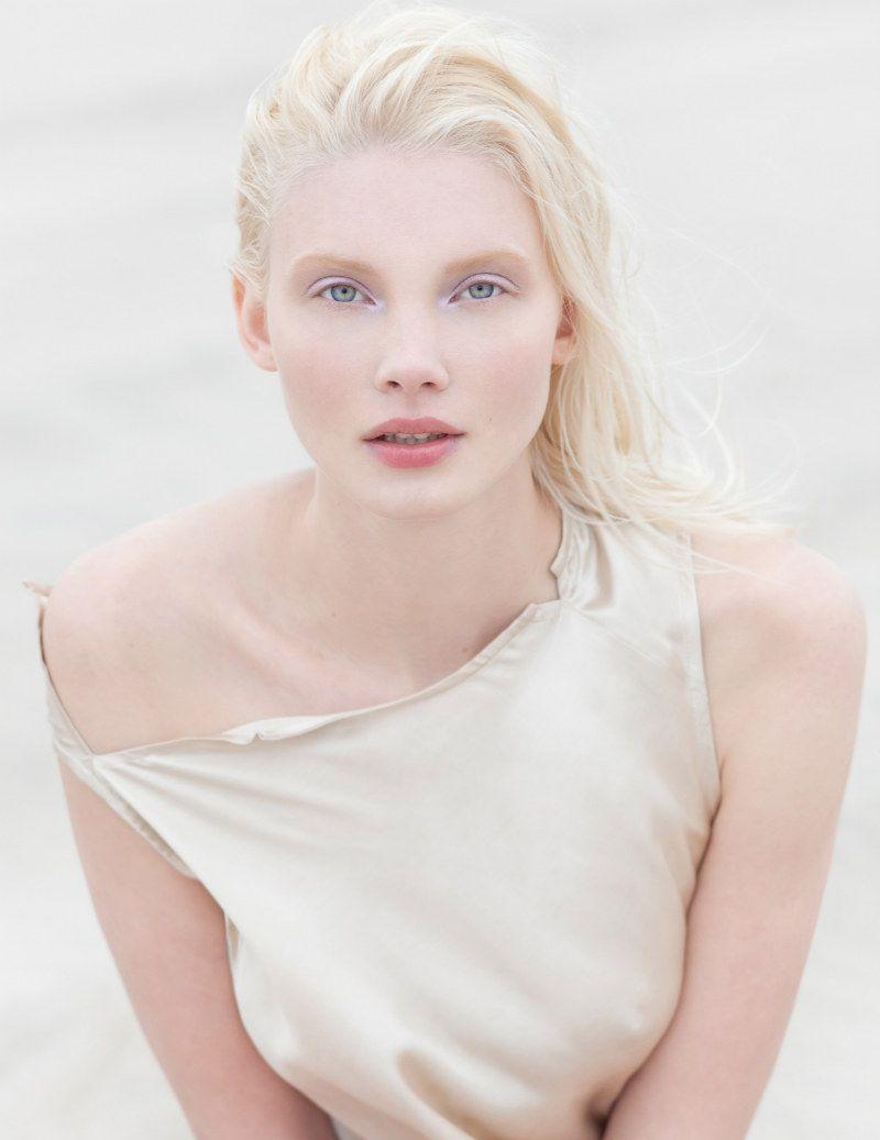 Daria Zhemkova par Paul de Luna pour Blank août 2011   – Modelina