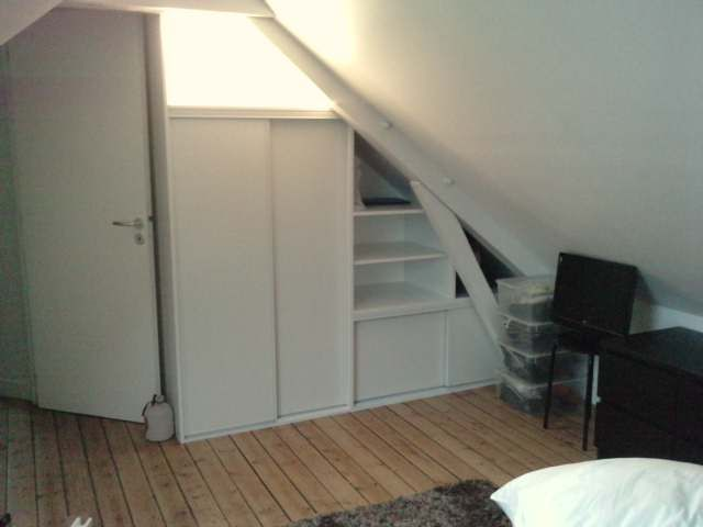 dressing sous rampant type triangle. Black Bedroom Furniture Sets. Home Design Ideas