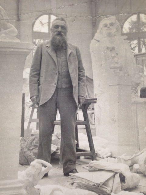 Rodin dans son atelier