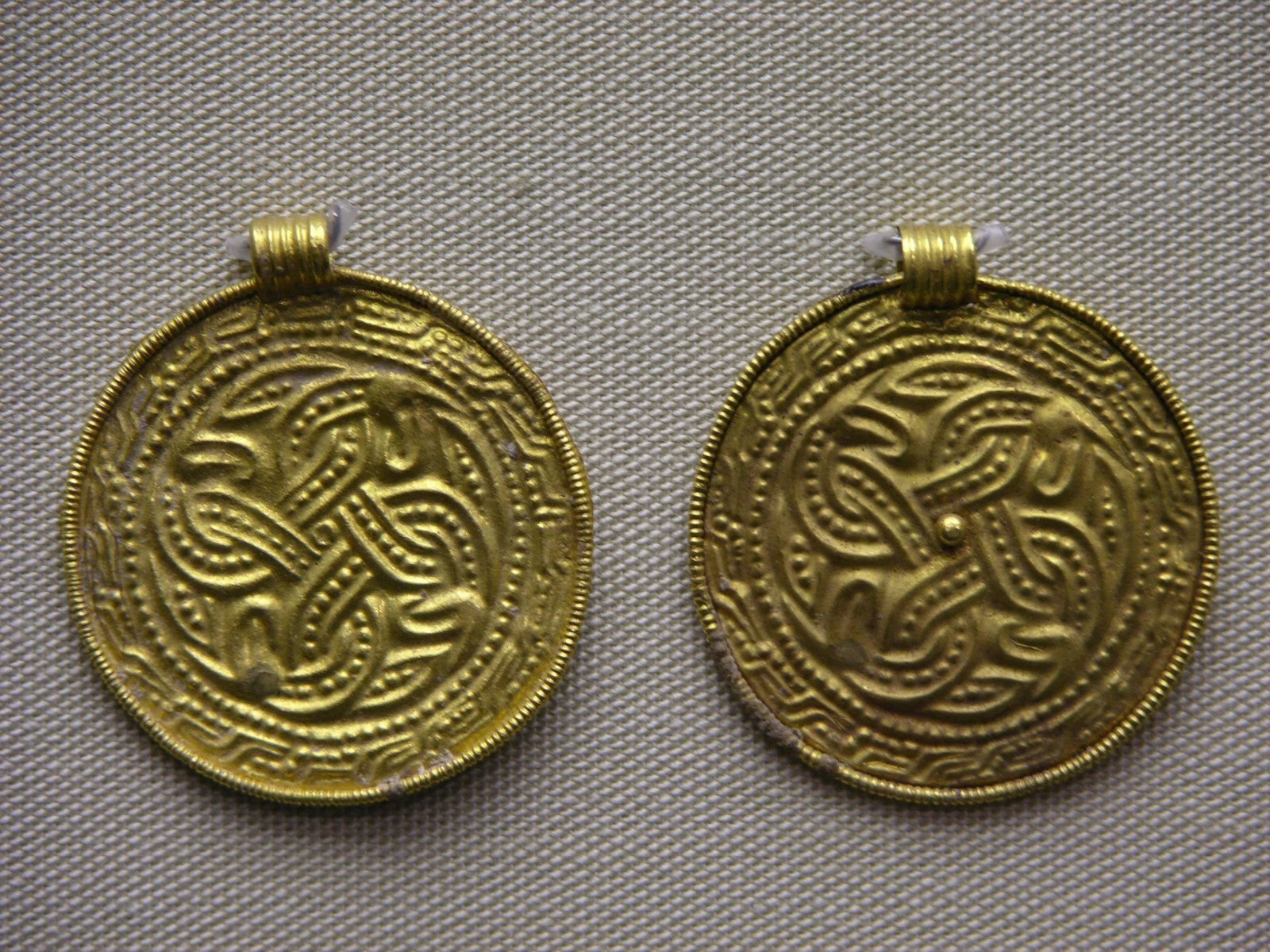 British museum early medieval europe cabinet 42 germanic and viking ornament photographs - Cabinet anglo saxon paris ...