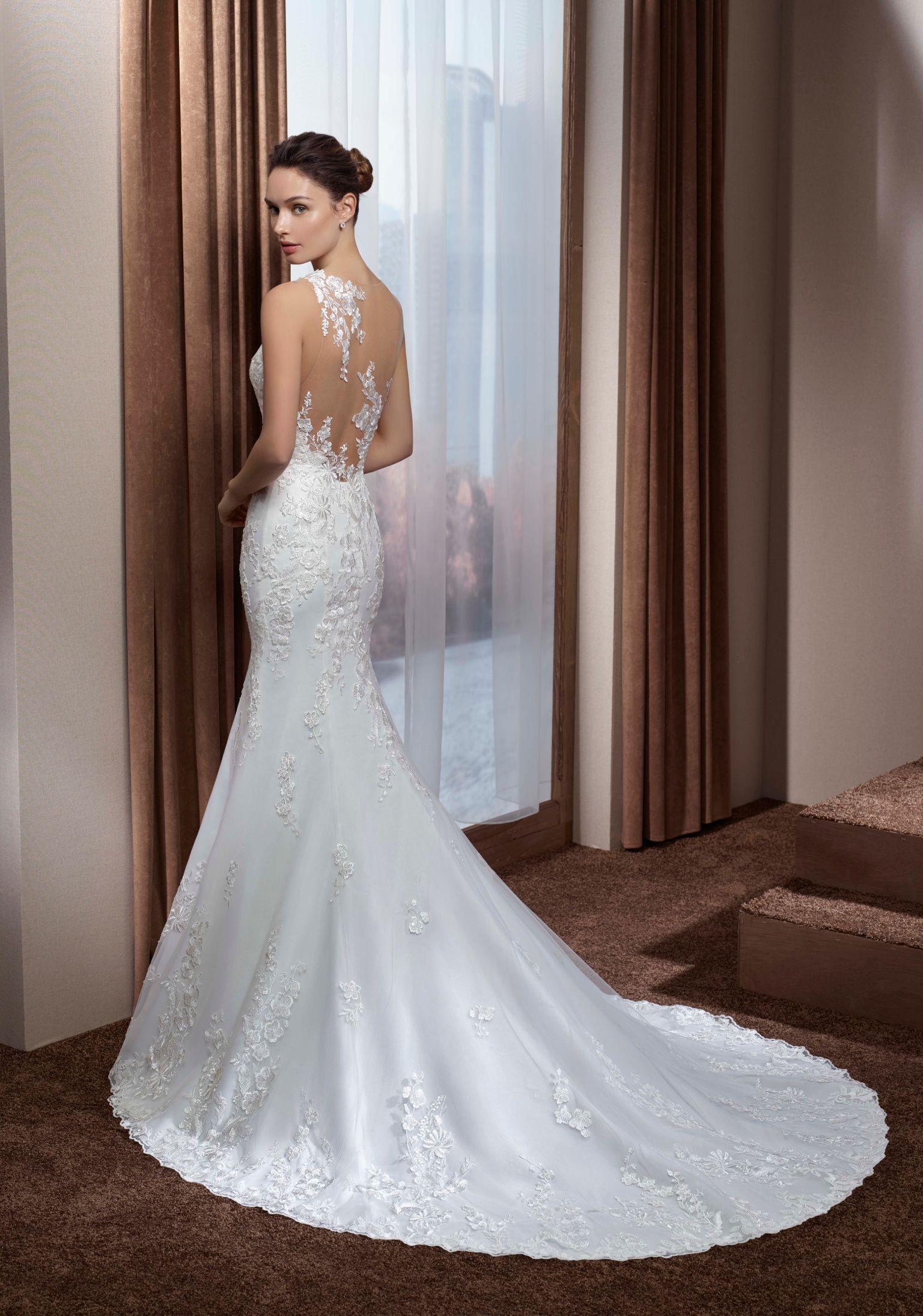 Romatisches, spitzenbesetztes Brautkleid im Mermaid-Style mit tiefem ...