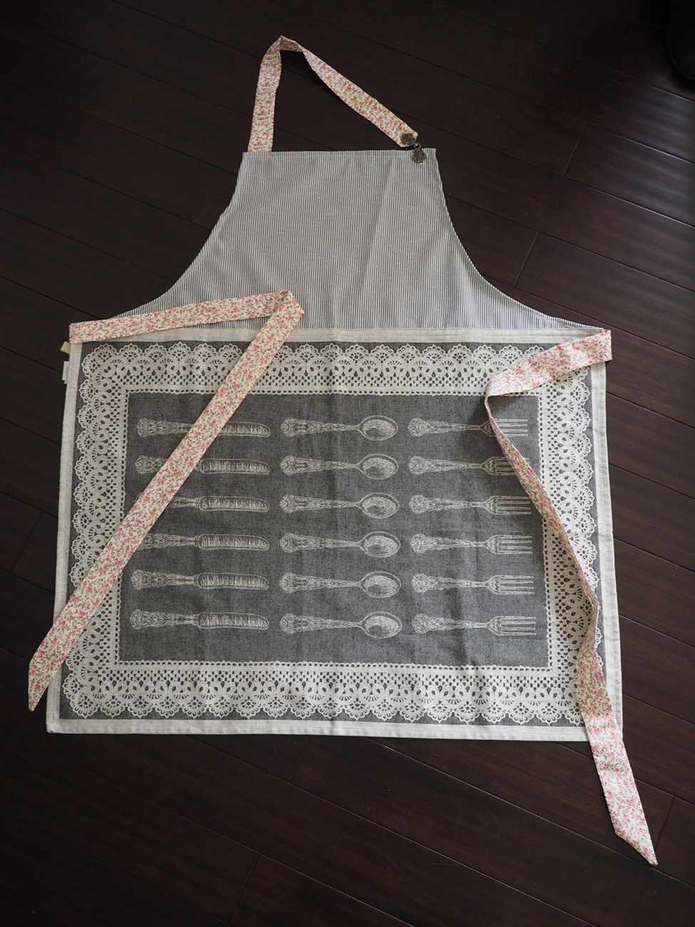 Ogilvies designs christmas aprons gloves amp tea towels - Sassy Aprons
