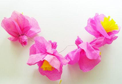 Fleurs en papier cr pon rose roses - Fabriquer des fleurs en papier crepon ...