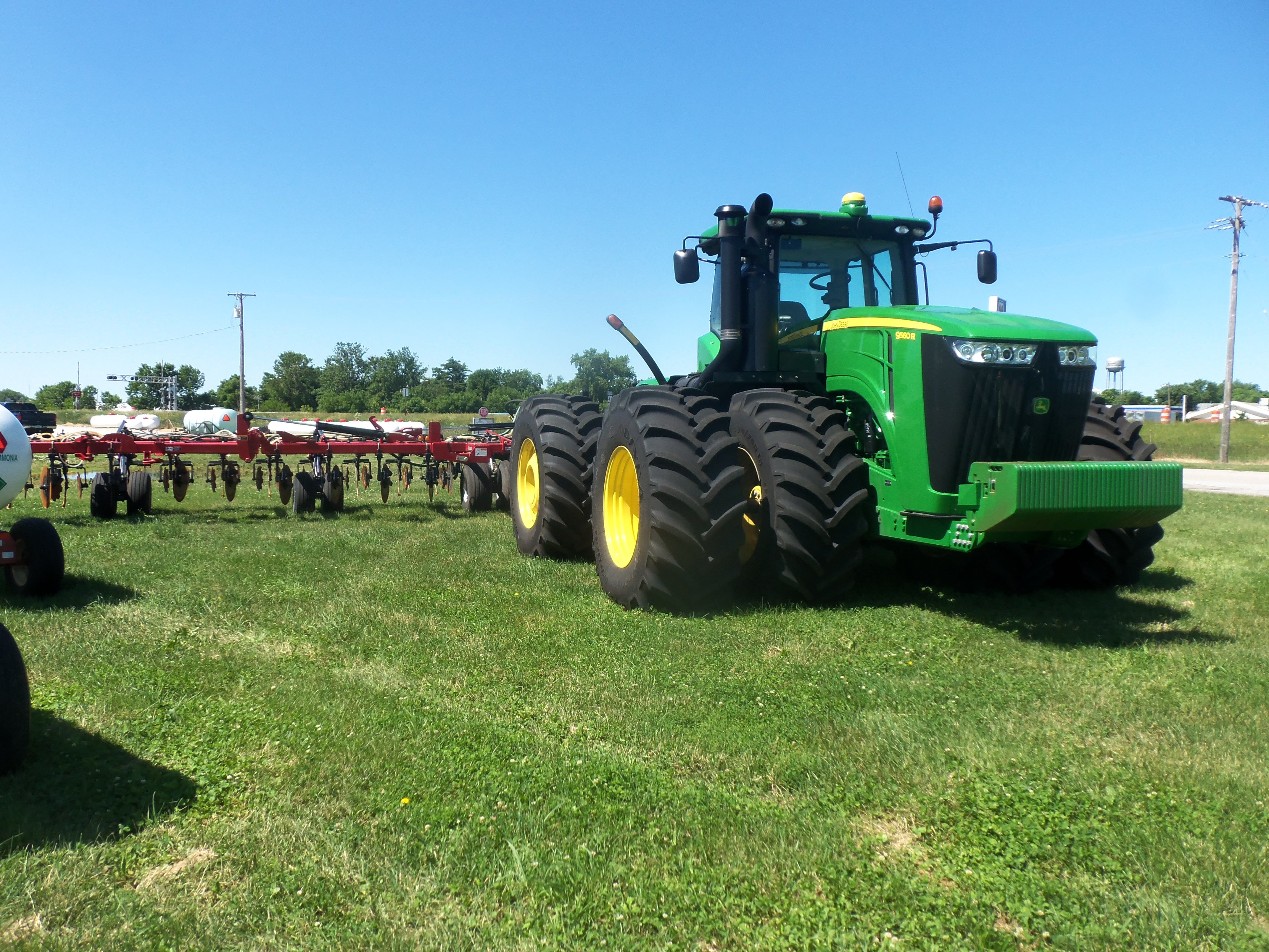 John Deere 9560R on the grass @ Ceres Solutions in Boswell