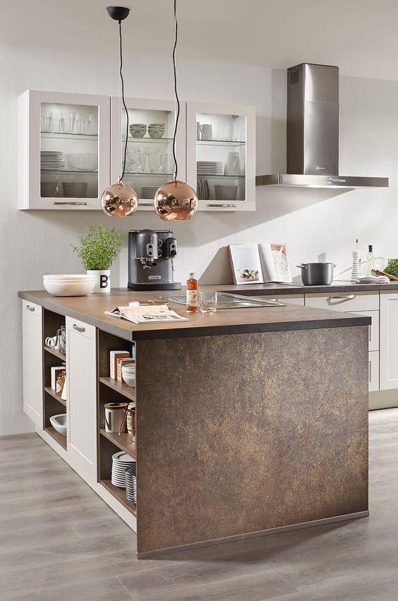 Kücheninsel Mit Arbeitsplatte Und Wangen Mit Kupfer