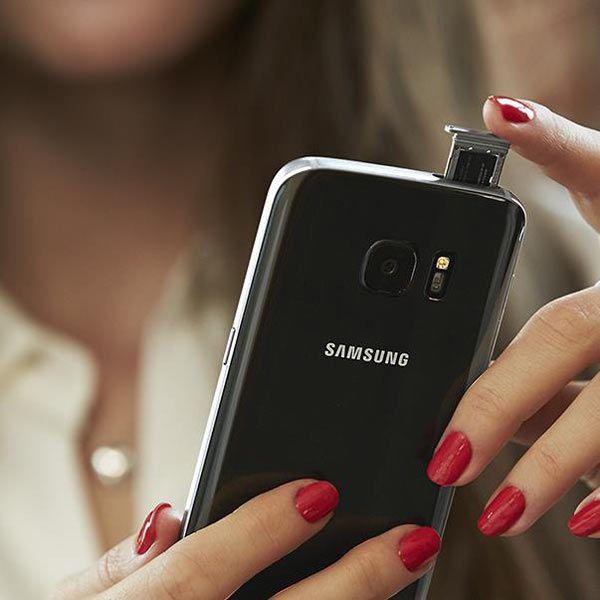 Samsung Galaxy S7 and Galaxy S7 edge Smartphones Water