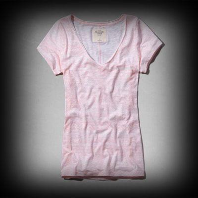Abercrombie&Fitch レディース Tシャツ アバクロ Lacy Tee ニット Tシャツ ★Vネックラインのデザインがポイントになり・・・スリムな感じでスタイルがタイトに見えるのがいいですね!? ★色あせ古めかされたグラフィックなスクリーンプリントがいい感じに出ている肌ざわり着心地バツグンのTシャツ!