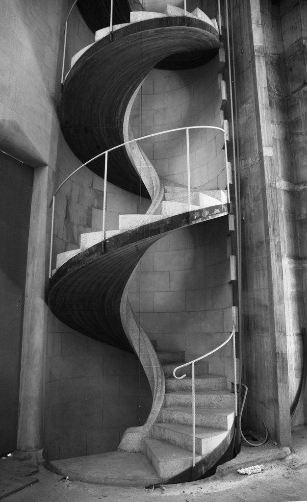 Escalera de caracol en la sagrada familia house design pinterest sagrada familia spiral - Escaleras de caracol barcelona ...