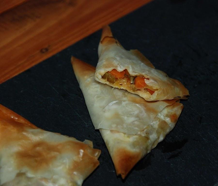 Tri ngulos de pasta filo rellenos de verduras con soja armenian recipes pasta filo pasta y - Platos de pasta sencillos ...