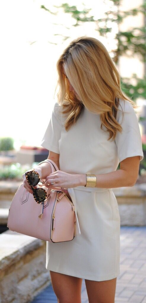 Structured beige dress and blush pink bag. Perfect work attire. Business casual/ business professional. Luxe Street Style - LUXURY.COM