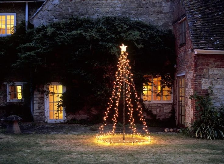 Diy Outdoor Christmas Tree Using String Lights Www Christmasdesigners