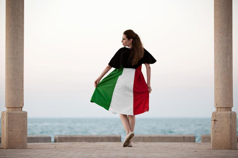 صور موديلات أزياء وملابس العيد الوطني الكويتي Fashion Sports Shirts Dresses For Work