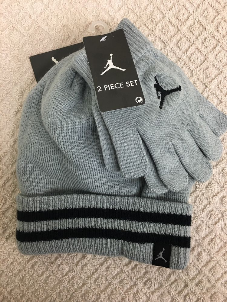 5a8893cd1d9 Nike Air Jordan Youth Boys Hat   Glove Set 8-20 Knitted Grey   Black ...