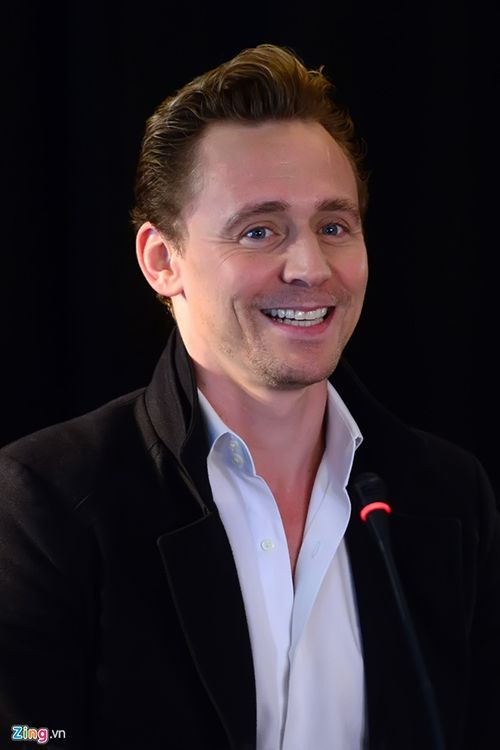Tom Hiddleston attends a press conference for the Vietnam location filming of 'Kong Skull Island' in Hanoi on February 21, 2016. Source: http://www.weibo.com/1846858632/DiRT2imE5?from=page_1005051846858632_profile&wvr=6&mod=weibotime&type=comment#_rnd1456083018025 Full size image: http://ww2.sinaimg.cn/large/6e14d388gw1f16ybagzp4j20ic0ridhy.jpg