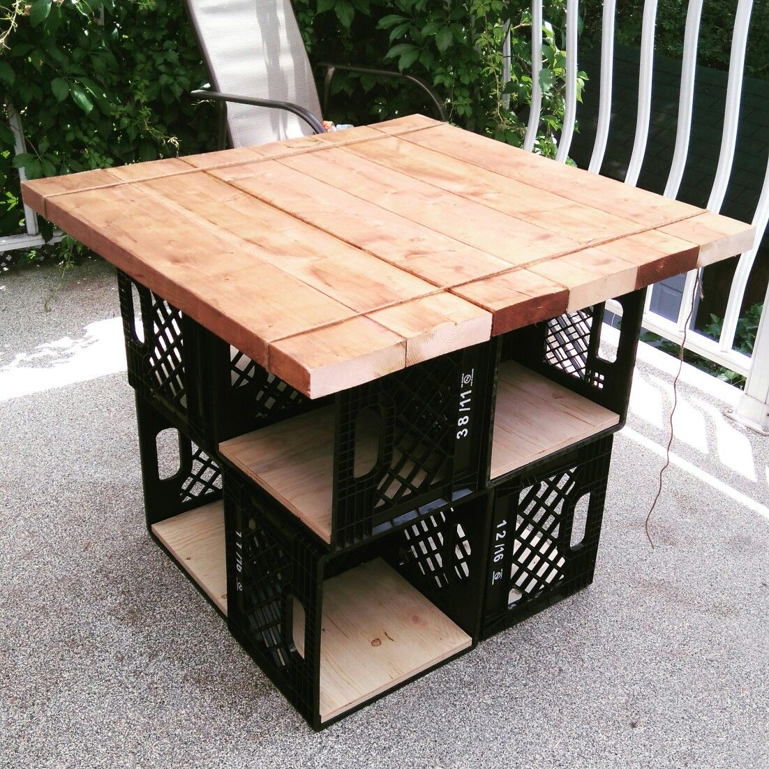 Milk crates patio table with storage furniture for Small outdoor table ideas