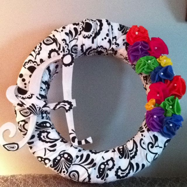 Wreath with felt flowers...super easy to make!!