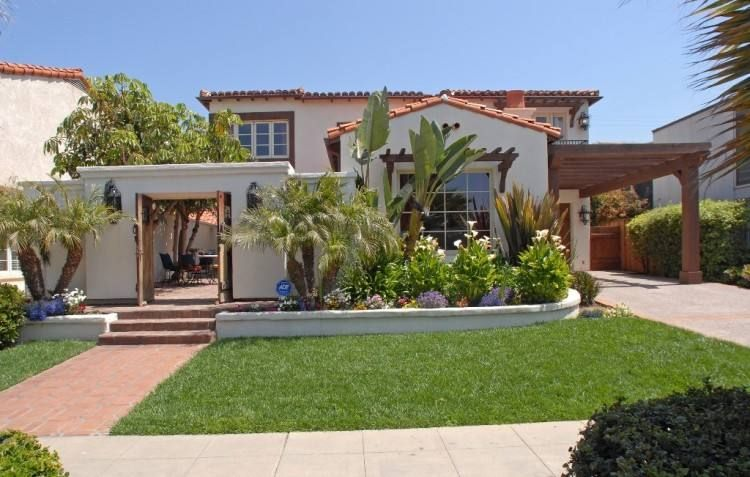 Small Spanish House Designs | Spanish style homes, Front courtyard ...