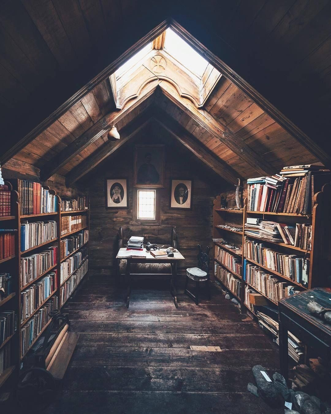 Home Library Loft: An Attic In A Cabin Set Up To Be A Library : CozyPlaces