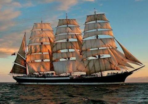 Este barco se llama SEDOV. Rusia