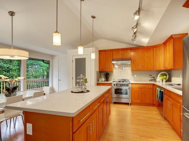 Honey Parawood Cabinets With Crystal White Quartz Wood Floor