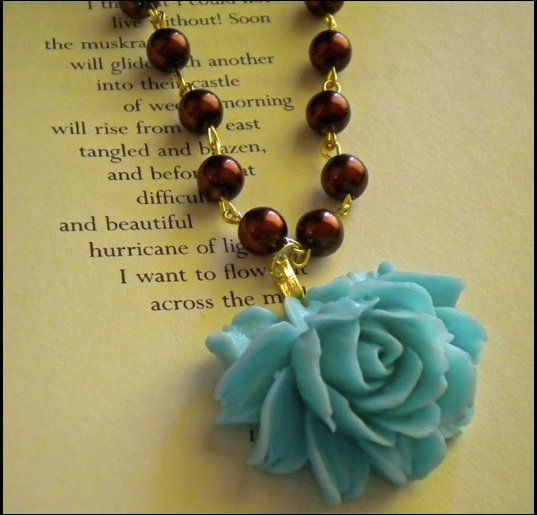 Resin Flower Cabochon Necklace