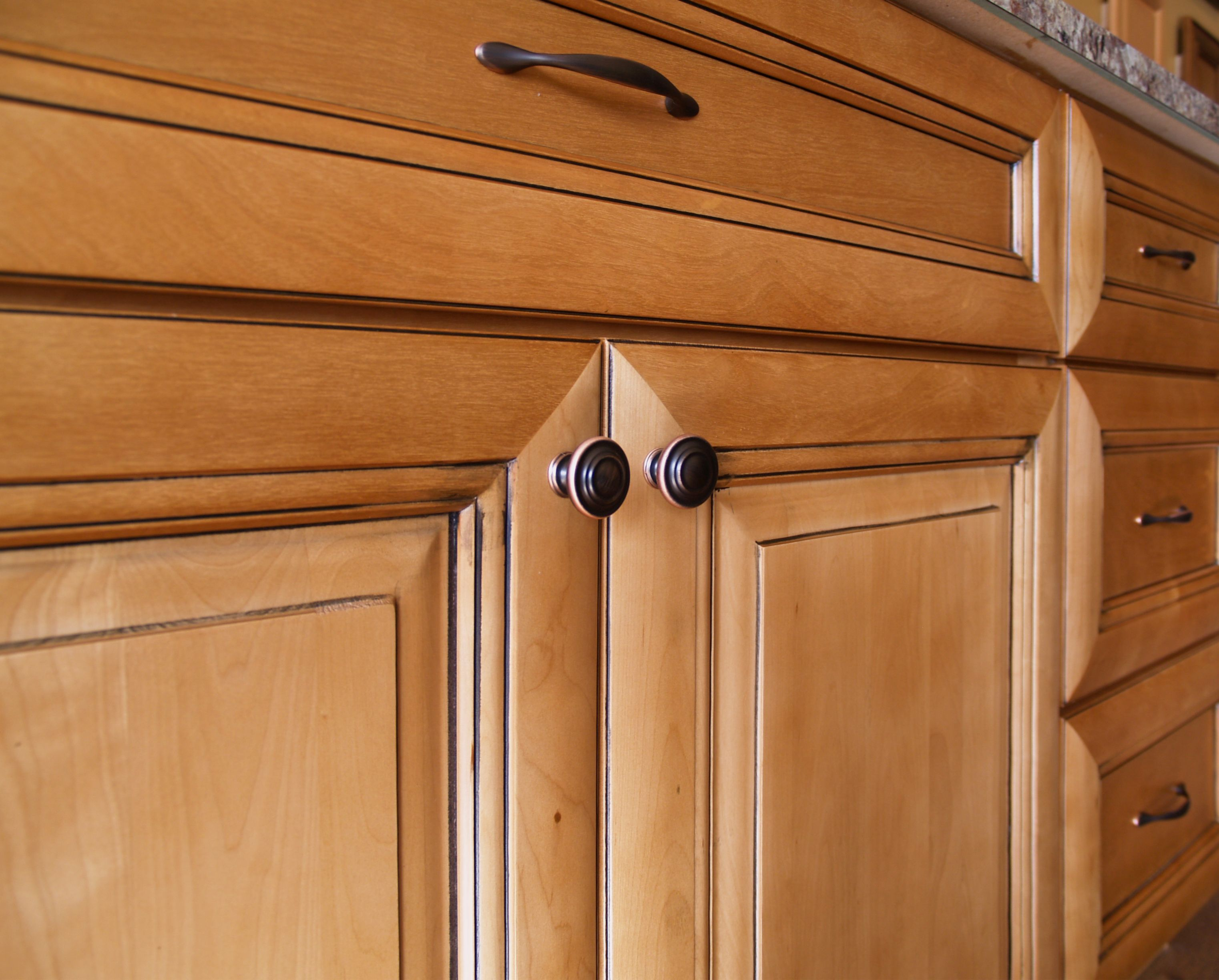 Tuscan Maple Raised Panel With A Warm Honey Stain And Black Glaze Which Hangs Up In Recesses And Maple Kitchen Cabinets Kitchen Cabinet Colors Maple Cabinets