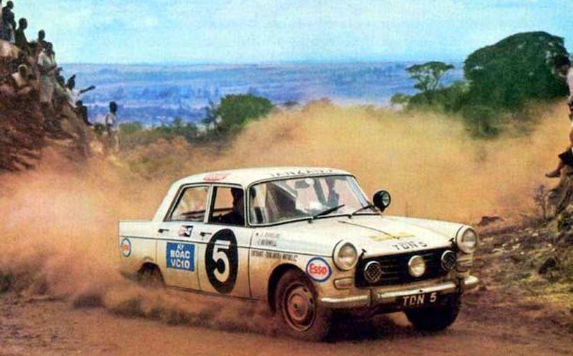 El Peugeot 404 no tiene prestaciones enormes, pero se defendió bien en el rally safari y lo ganó 4 veces