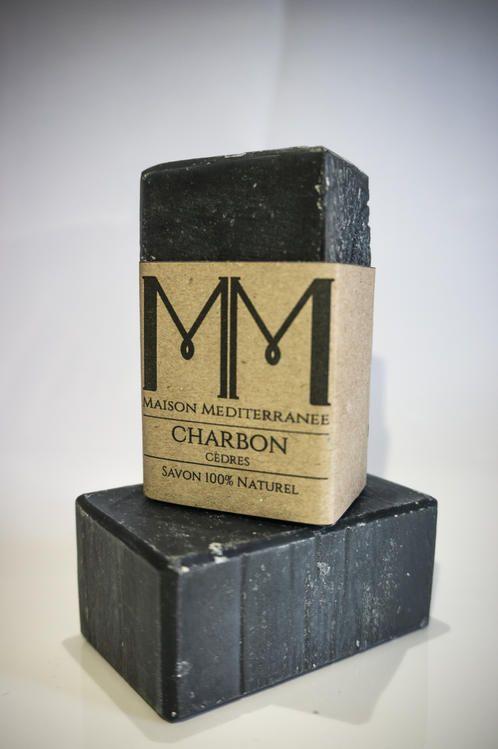 """SHAMPOING PURIFIANT  """" Cheveux """". Fabriqué à la main et saponifié à froid, ce  Shampoing riche en Charbon végétal, et en huile essentielle de cèdre, a une incroyable capacité d'adsorption qui s'explique par sa composition poreuse. Le Charbon végétal très actif en cosmétique pour ses propriétés purifiantes et détoxifiantes. Convient a tout type de cheveux( gras, mixte, pellicule, perte de cheveux)."""