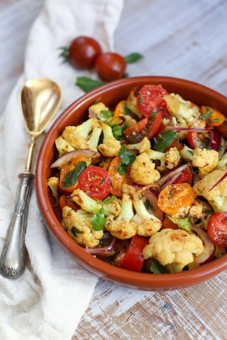 Ensalada de coliflor asada con tomates cherry -