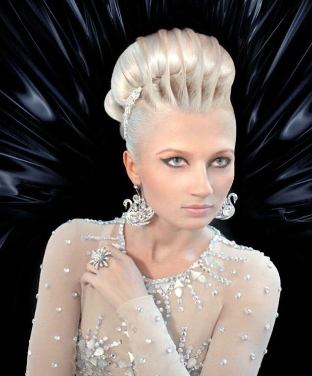 30 Creative And Unique Wedding Hairstyle Ideas: Breathtaking Sculpted Upstyle By Alon Selezniov Of Russia
