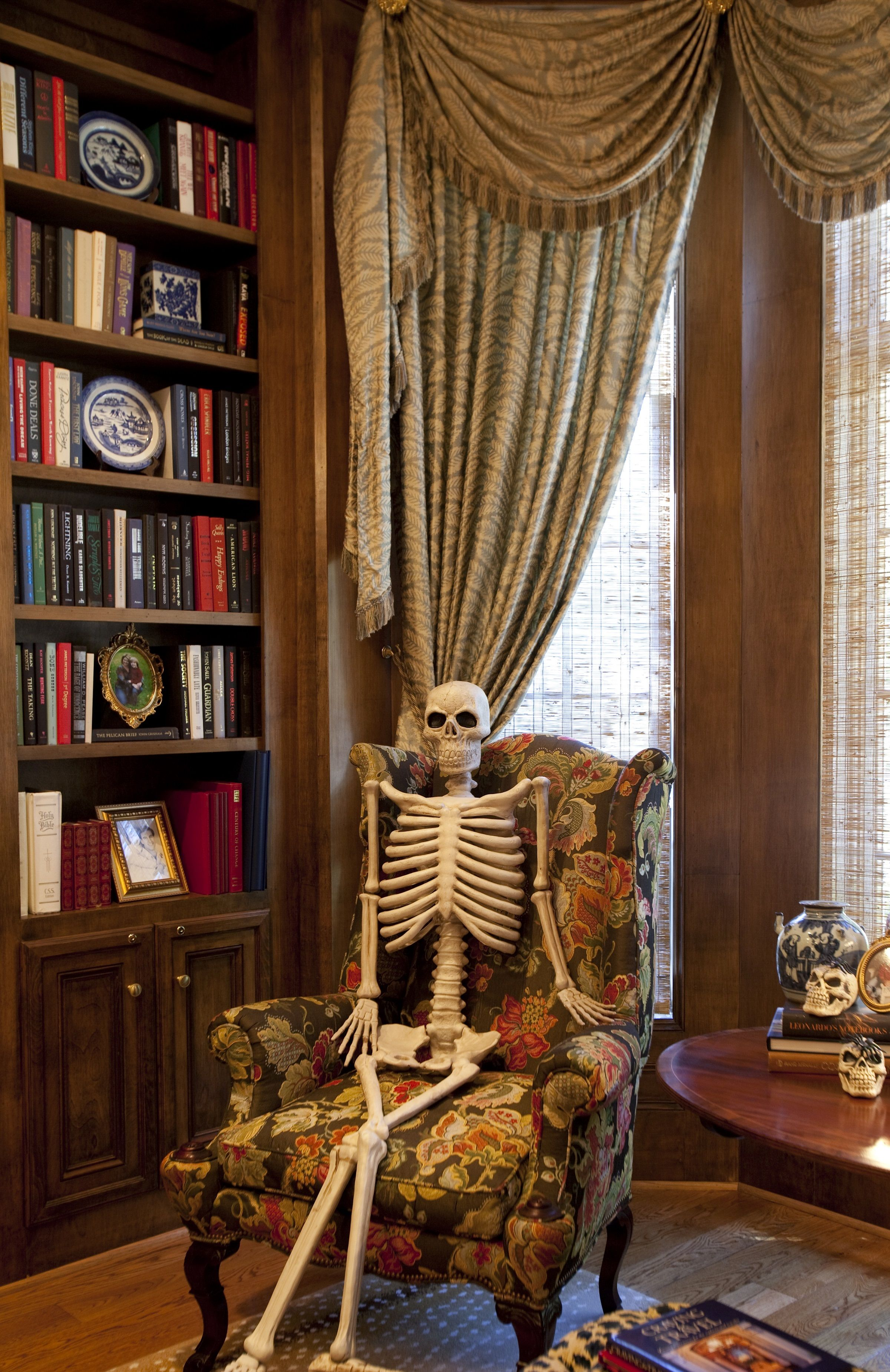 Skeleton in the study Halloween skeletons, Halloween