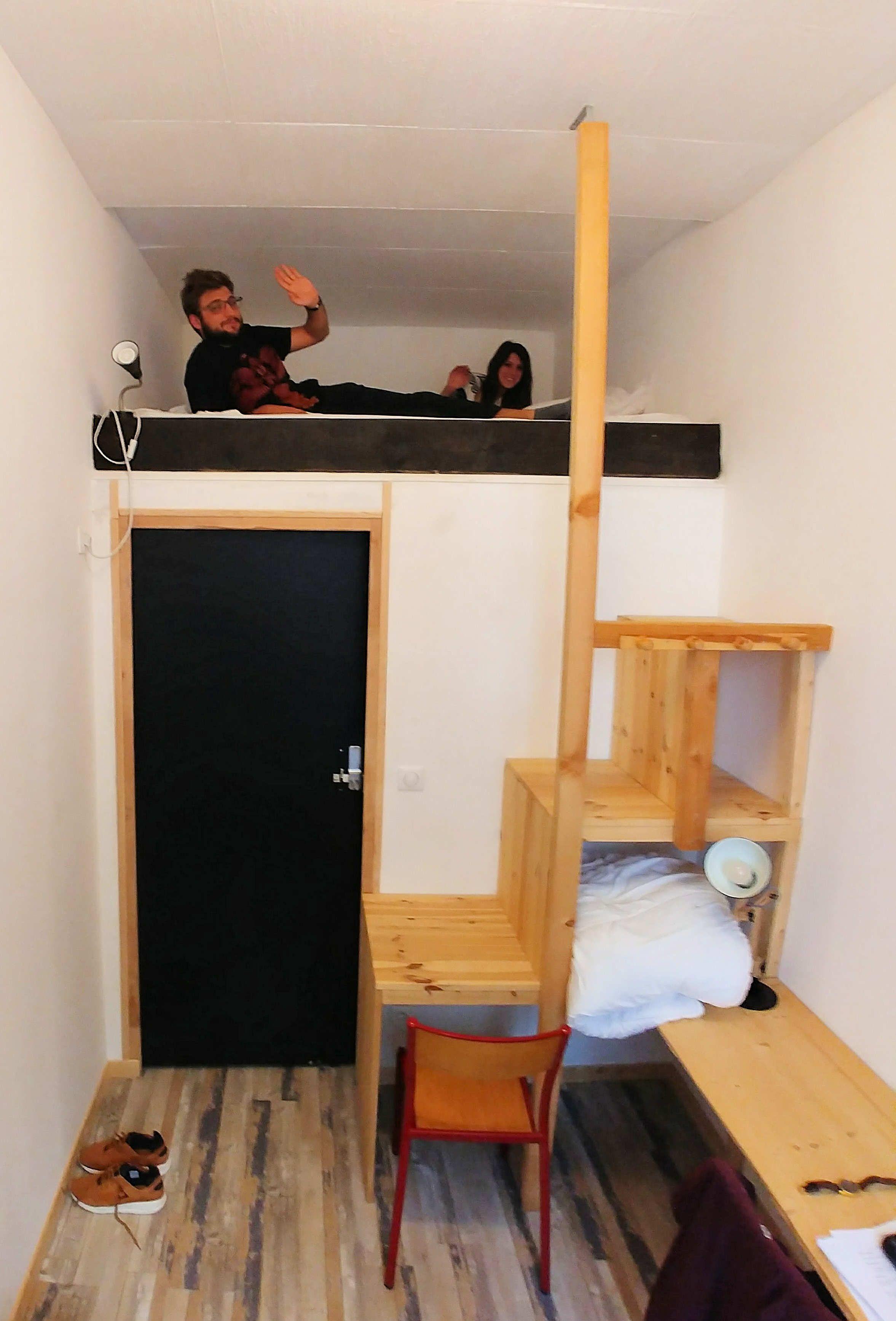 Le Lit Double En Mezzanine De La Petite Chambre Gite La Cordée - Lit double dans petite chambre