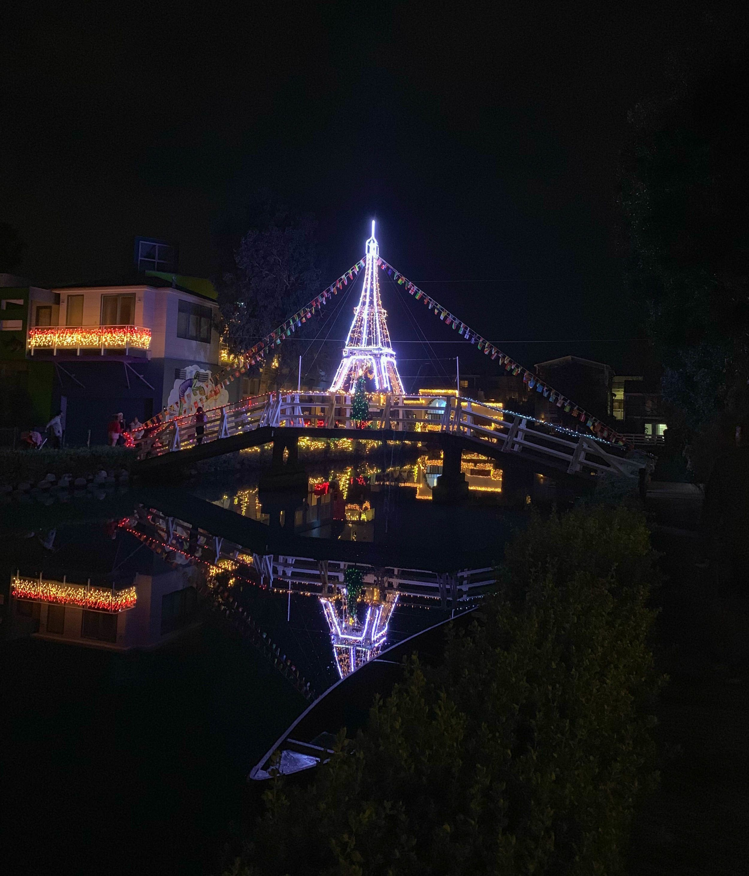 Christmas In Los Angeles Lights In The Venice Canals The Sweetest Escapes Canals Best Christmas Light Displays Best Christmas Lights