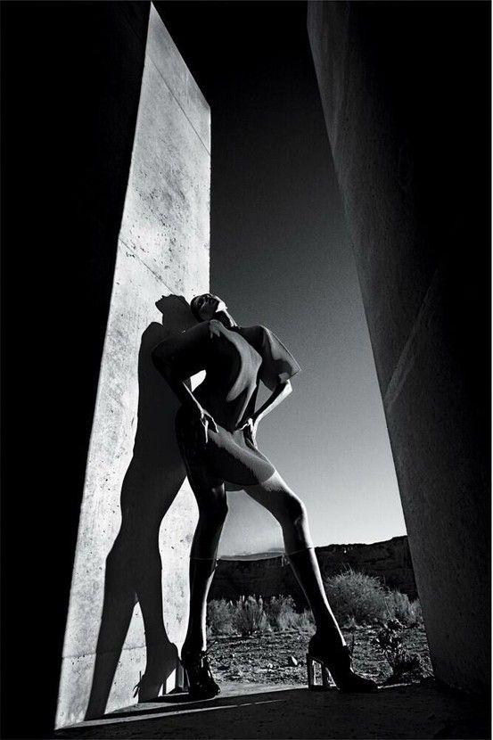 Incredible Shot by Mario Sorrenti. Model: Anja Rubik