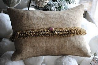 simple burlap pillow with trim