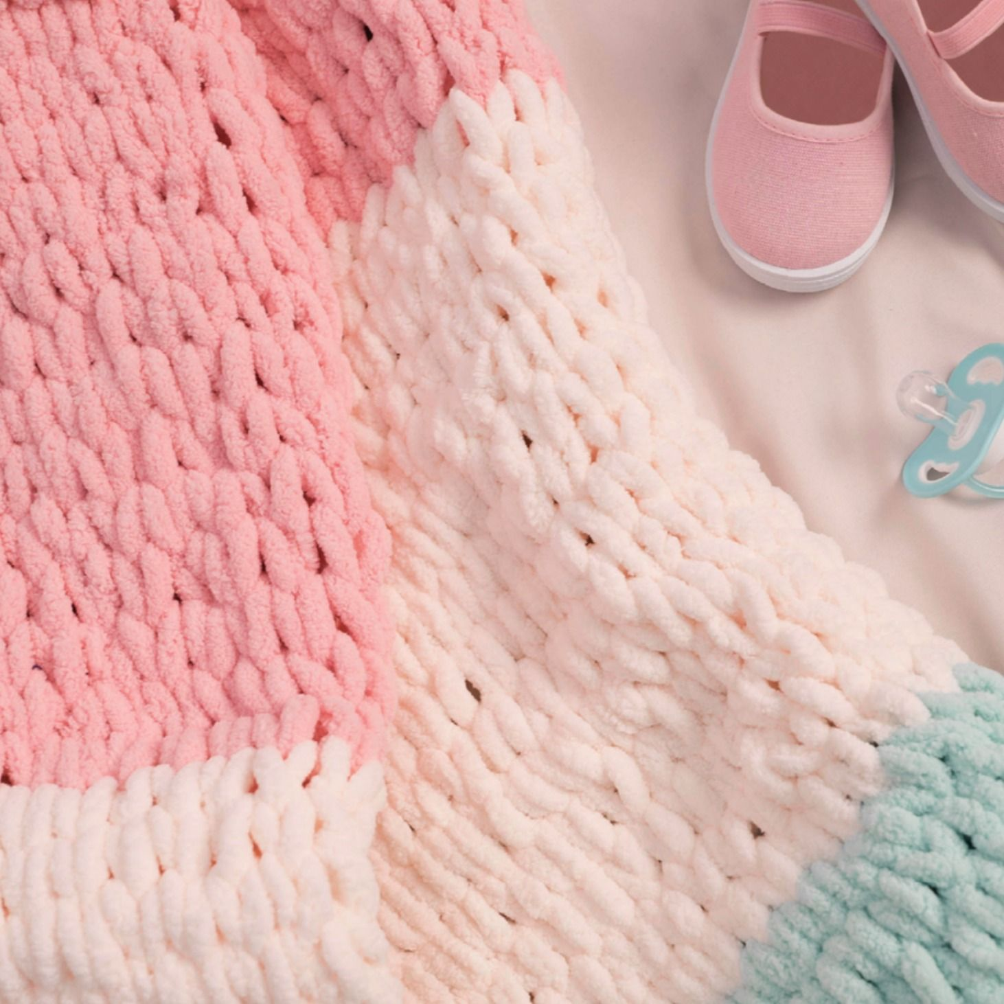 how to make a blanket with yarn without knitting