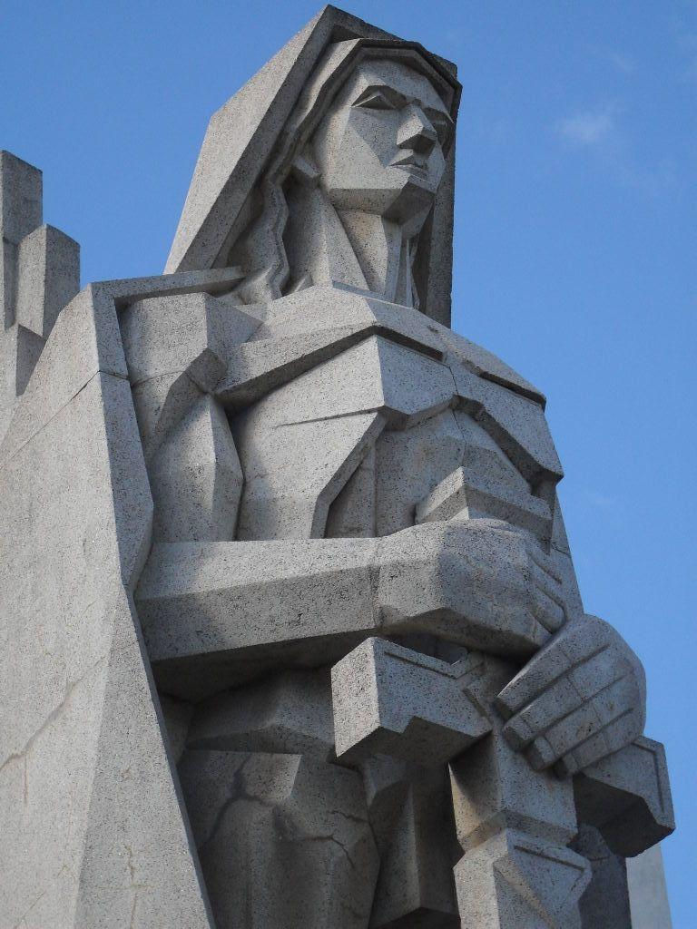 Art Deco....Cementerio de Azul... Arq. Francisco Salamone