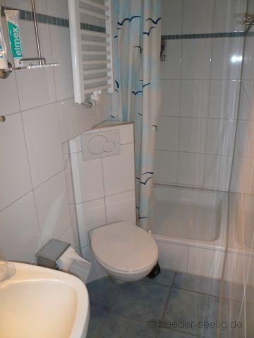 schräg eingesetztes WC im Schlauchbad Wc mit dusche
