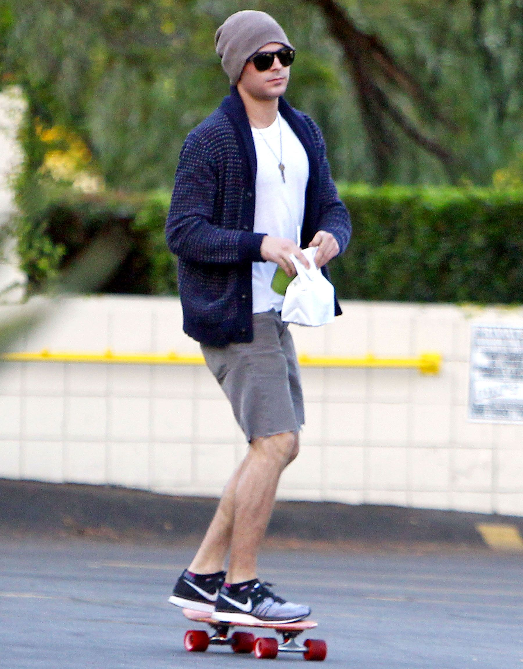 Zac efron goes skateboarding after breaking jaw first picture zac efron kristyandbryce Images