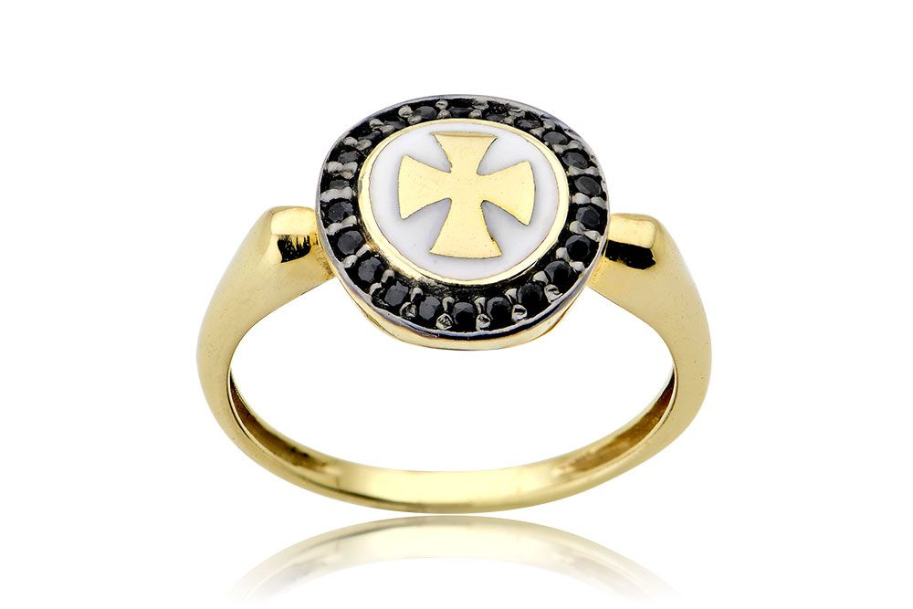 Chevalier White   Black Cross Ring Chevalier δαχτυλίδι με μαύρα ζιργκόν και  λευκό σμάλτο σε κίτρινο e0747488df2