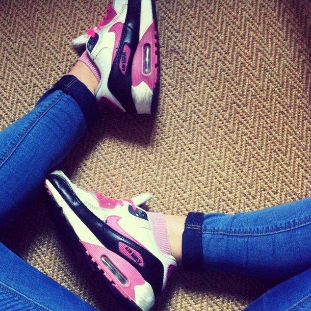 Nike lovers. Sports ShoesKicksLovers