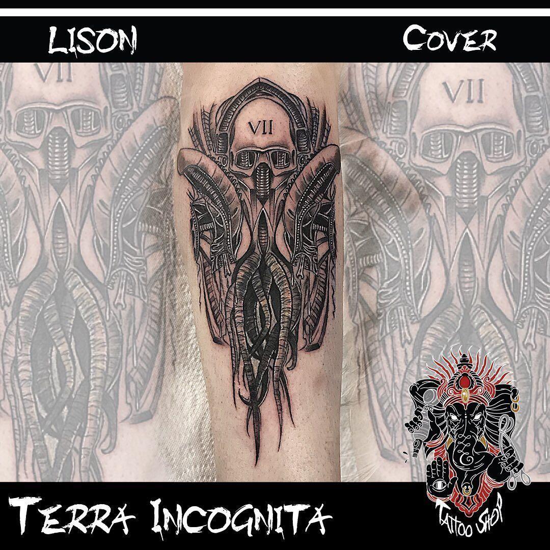 Demande de carte de tarot inspiration Giger 😁#tattoos #tattoostyle #tattooing #tattooist #tattoo2me #tattooed #tattoodo #tattoodesign #theblackandgreytattooleague #tattooart #tattooinspiration #tattoolife #tattoosofinstagram #tattoolover #tattoolove #tattoolovers #tattoooftheday #tattooideas #tattooink #tattoowork #tattooworkers #ink #inktattoo #inked #inkartist #inklovers #terraincognita #tattooshop
