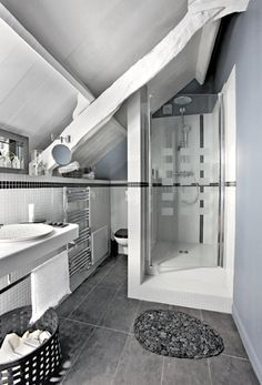 interesting interesting explore home deco petit coin and more with amenagement petite salle de bain sous pente with amenagement petite salle de bain sous - Amenagement Petite Salle De Bain Sous Pente
