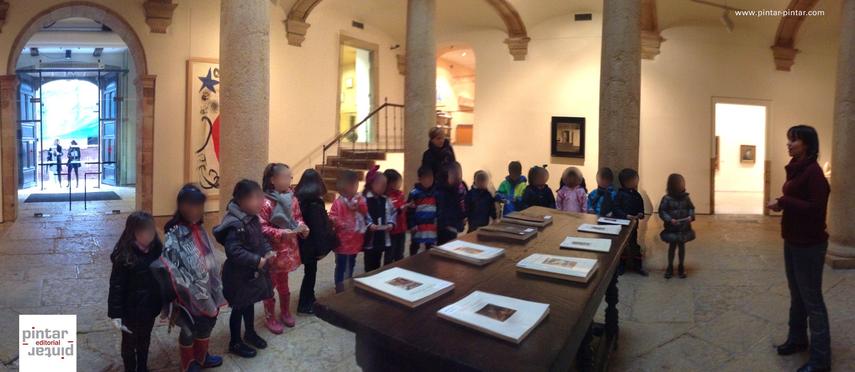 """Durante el pasado mes de enero, hemos recibido en el Museo de Bellas Artes de Asturias, a niños y niñas de Educación Infantil, para realizar la experiencia didáctica """"¡Vaya pelos!""""   Mañana, comenzaremos un nueva experiencia didáctica dirigida al alumnado de Educación Primaria, titulada """"PASAPORTE DEL MUSEO DE BELLAS ARTES DE ASTURIAS"""".    Si estás interesado, no esperes más para inscribir a tu centro escolar (actividad GRATUITA). Más información en…"""