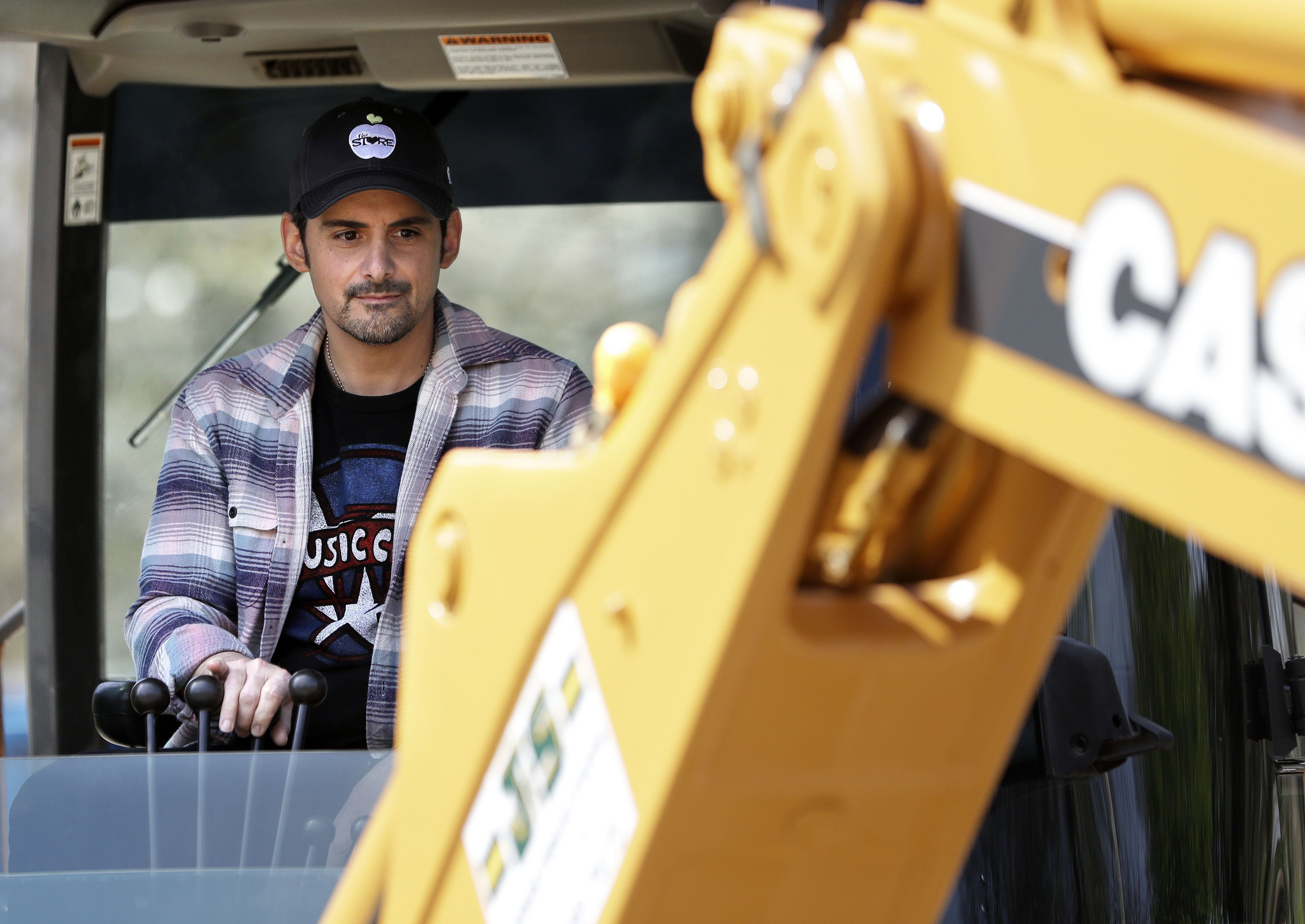 Country Star Brad Paisley Breaks Ground On Free Grocery