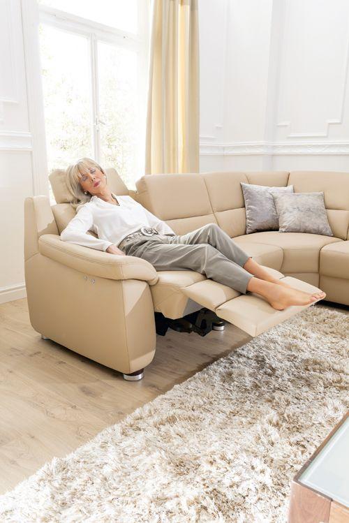 Bequem auf Knopfdruck die motorische Relaxfunktion von Global 8400 - gemütliches sofa wohnzimmer