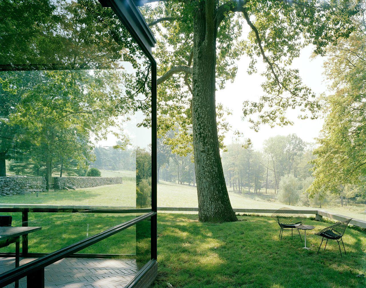 Philip Cortelyou Johnson (1906-2005) | The Glass House for Philip Johnson and David Whitney | 199 Elm St, New Canaan, Connecticut | 1949-1986 | Photo: Eirik Johnson