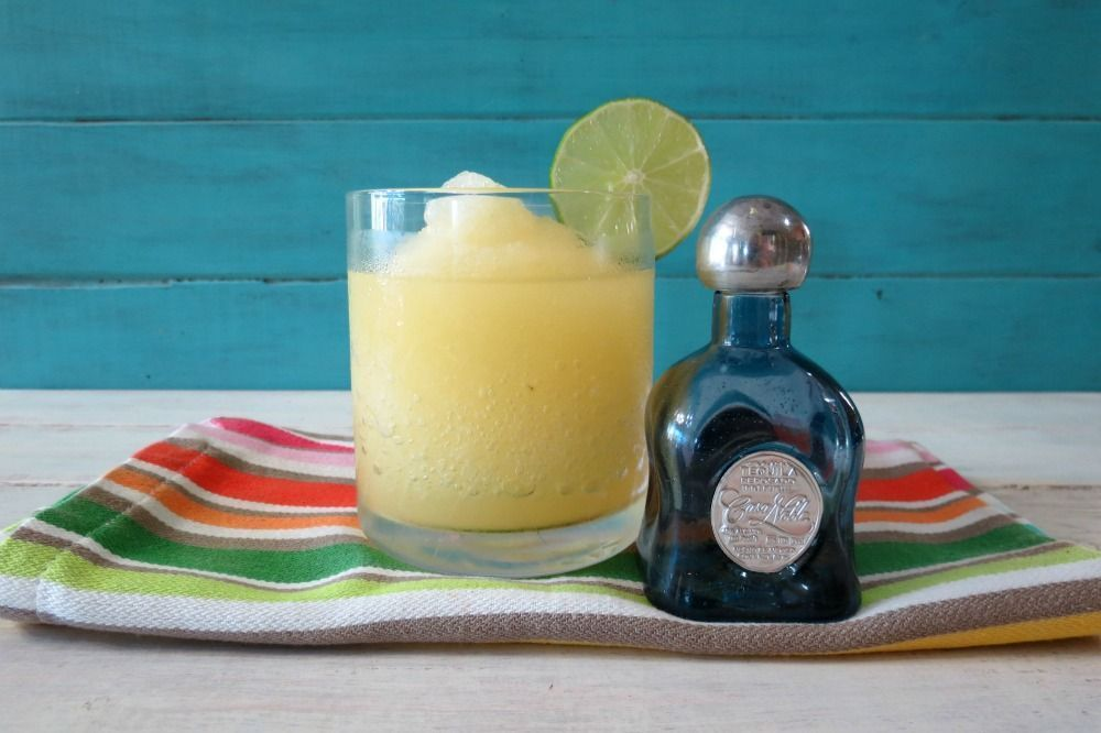 Skinny Lime Margarita with a side of Margarita Lime Guacamole #limemargarita #Skinny #Lime Casa Noble #Margarita Recipe #limemargarita Skinny Lime Margarita with a side of Margarita Lime Guacamole #limemargarita #Skinny #Lime Casa Noble #Margarita Recipe #limemargarita